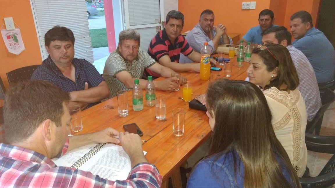 Reunion-Asociacion-para-el-Desarrollo-en-Campo-Garay.jpg